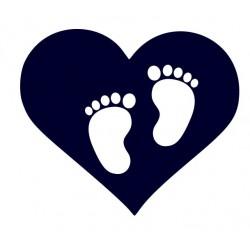 Samolepka na auto - dětské stopy v srdci 02